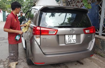 Giá rửa xe, dọn nội thất tăng gấp đôi ngày thường