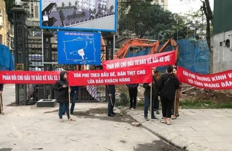 Cư dân Home City bất ngờ vì những đống rác thải bít lối đi 177 Trung Kính