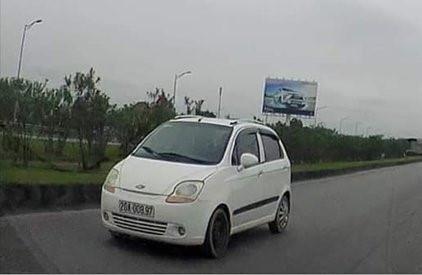 CSGT triệu tập chủ xe chạy ngược chiều trên cao tốc