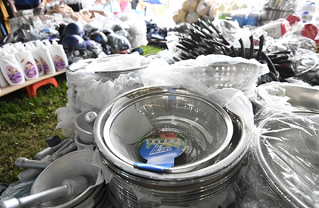 Đồ gia dụng được bán trong festival văn hoá ở Hoàng thành Hà Nội
