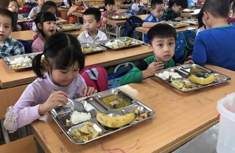 """""""Bóng ma"""" thực phẩm bẩn: Ám ảnh học đường"""