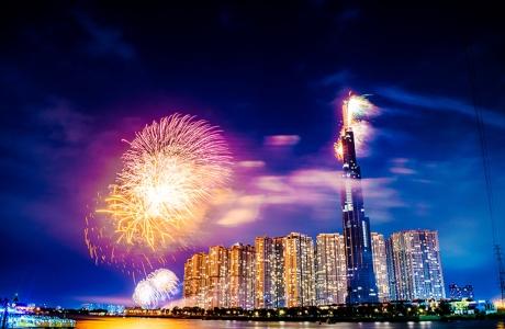 Ngắm toà nhà cao nhất Đông Nam Á rực rỡ trong đêm pháo hoa 30.4