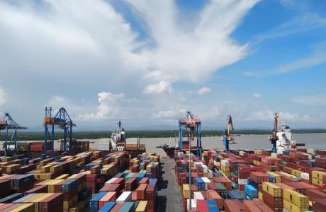 'Bắt mạch' nhịp thở kinh tế từ hàng hóa thông qua cảng biển