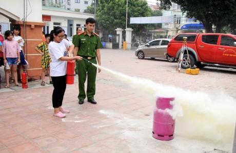 Hà Nội: Hơn 100 em nhỏ được tập huấn kỹ năng phòng cháy chữa cháy