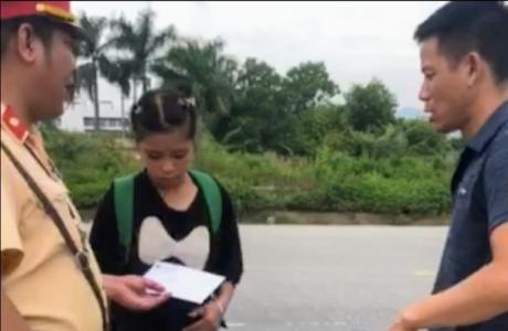 Hà Nội: Tổ công tác Đội CSGT số 11 giúp đỡ cô bé người Dao về với gia đình