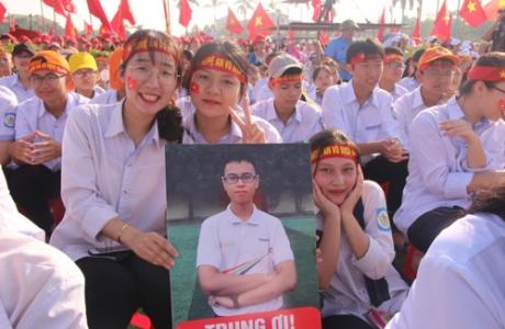 5.000 cổ động viên đầu cầu Nghệ An cháy hết mình cổ vũ nhà leo núi Olympia Trần Thế Trung