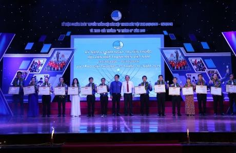 """Trao giải thưởng """"15 tháng 10"""" cho 15 cán bộ Hội có nhiều thành tích xuất sắc"""