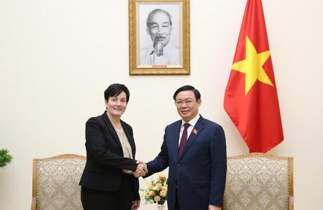 Phó Thủ tướng Vương Đình Huệ tiếp Giám đốc IFC