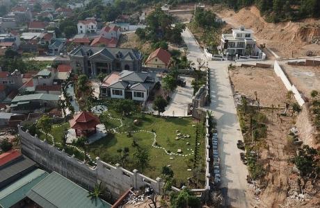Biệt thự hàng trăm m2 vô tư xây dựng không phép giữa TP.Hạ Long