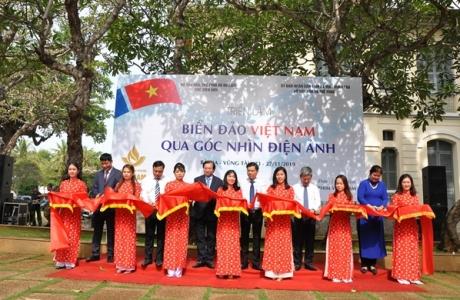"""Triển lãm """"Biển đảo Việt Nam qua góc nhìn điện ảnh"""""""