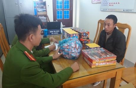 Quảng Bình: Bắt đối tượng vận chuyển và tàng trữ trái phép pháo cùng động vật hoang dã
