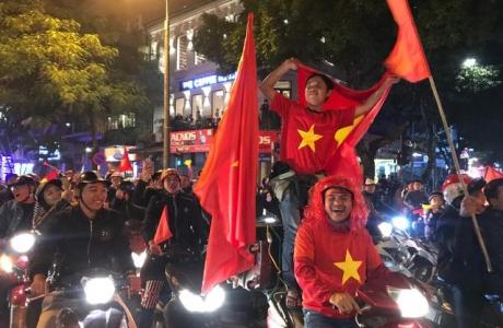 Hàng vạn người hâm mộ xuống đường mừng U22 Việt Nam vô địch SEA Games