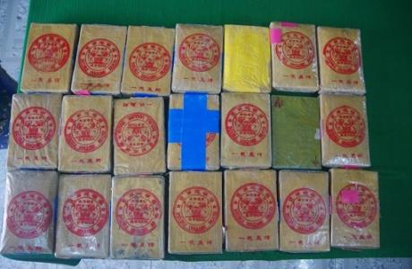 Thừa Thiên – Huế: Người dân phát hiện 21 bánh nghi là ma túy trôi dạt trên biển
