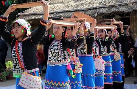 Náo nức hội ném còn đầu năm nơi thượng nguồn sông Đà