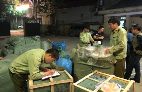 Lạng Sơn: Tạm giữ nhiều hàng hóa và 620 hộp phấn trang điểm xuất xứ từ Trung Quốc không có hóa đơn