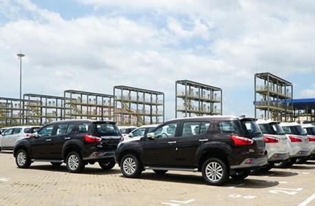 Các hãng xe ô tô ra sức giảm giá, xả hàng tồn trước Tết