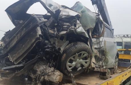 Hà Tĩnh: Xe đầu kéo cháy như đuốc, xe con tai nạn nát đầu