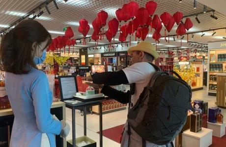 Ngành bán lẻ 'quay cuồng' vì Covid-19: Sasco cho nghỉ 80% nhân viên bán hàng, siêu thị sụt giảm 1/2 lượng khách đến mua sắm