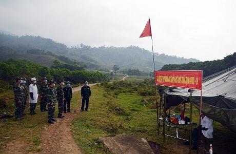 Theo dấu chân người lính quân hàm xanh nơi tuyến đầu chống dịch