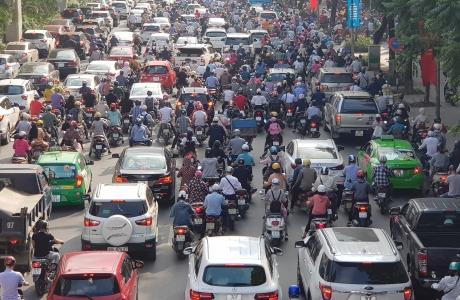 """Hết cách ly xã hội, người dân Hà Nội lại ngán ngẩm """"đặc sản tắc đường"""""""