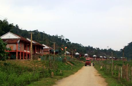 Người Đan Lai ở khu tái định cư mới: Còn đó nhiều nỗi lo