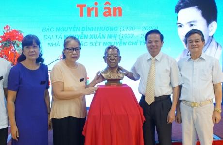 Tổng công ty 36 Bộ Quốc Phòng tri ân trao tặng tượng đồng cho gia đình cố lão thành cách mạng Nguyễn Đình Hương
