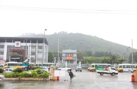 """Hà Tĩnh: Sợ bị cách ly, 3 công dân trốn gầm xe khách """"vượt"""" cửa khẩu"""