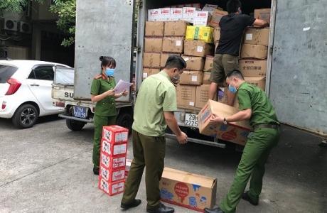 Hà Nội: Thu giữ thêm hàng nghìn sản phẩm bánh trung thu, nước hoa quả không rõ nguồn gốc xuất xứ