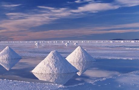 Vẻ đẹp của cánh đồng muối lớn nhất thế giới