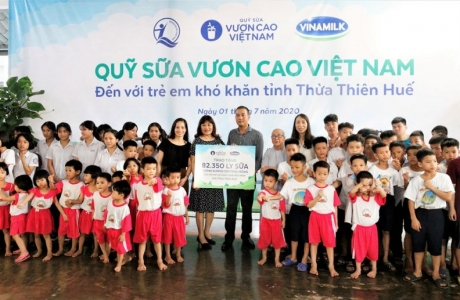 Quỹ sữa Vươn cao Việt Nam hành trình xuyên mùa dịch Covid-19 để đem sữa đến cho trẻ em