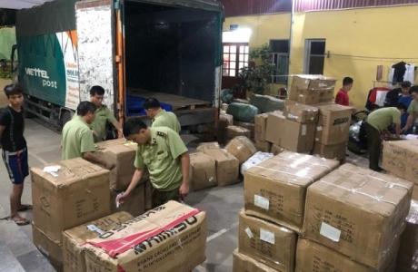 Lạng Sơn: Thu giữ hàng nghìn sản phẩm nhập lậu trên xe chuyển phát nhanh của Viettel Post
