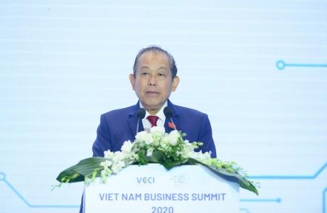 Phó Thủ tướng Thường trực dự và phát biểu tại Hội nghị Thượng đỉnh kinh doanh Việt Nam