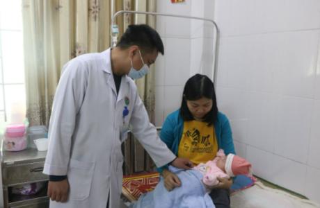 Bệnh viện Đa khoa tỉnh Hà Tĩnh phẫu thuật cấp cứu bệnh nhi 1 tháng tuổi bị thoát vị bẹn