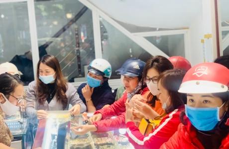 Hà Tĩnh: Dân đổ xô đi mua vàng ngày Vía Thần Tài