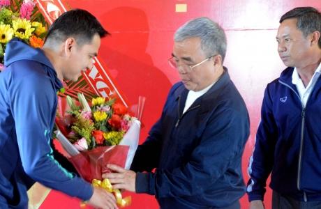 Kiatisak dự lễ xuất quân CLB Bóng đá Công an Nhân dân