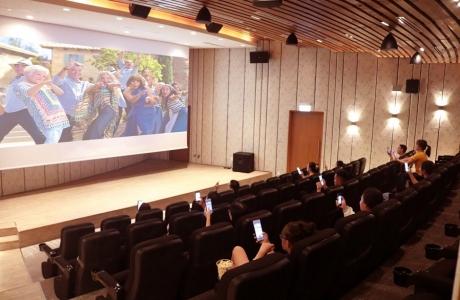 Alma Resort ra mắt chương trình chiếu phim phiên bản Singalong