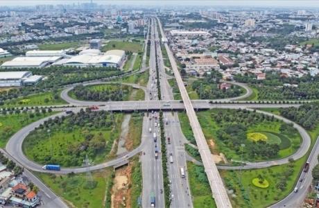 TS. Lê Đỗ Mười: 'Phát triển tập trung bất động sản khiến giá đất Vùng TP. HCM sốt ảo, giao thông quá tải'