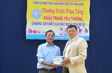 Viện Võ học Tây Nguyên tặng khẩu trang y tế tại Gia Lai