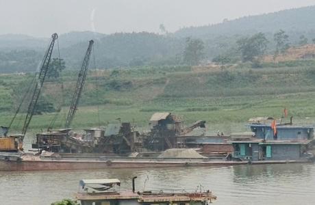 Phú Thọ: 'Cát tặc' hoành hành, sông Lô dậy sóng