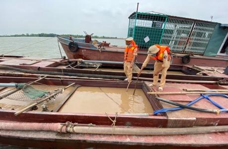 Ninh Bình: Tăng cường tuần tra, kiểm soát và xử lý nghiêm các đối tượng khai thác cát trái phép trên  tuyến sông Đáy