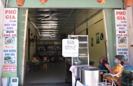 Hà Nội: Tạm dừng các cửa hàng ăn uống, cửa hàng cắt tóc, gội đầu kể từ 12h00 ngày 25/5/2021