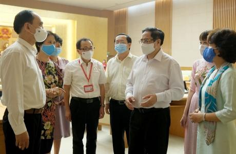 Thủ tướng Phạm Minh Chính: Tạo điều kiện thuận lợi nhất cho nghiên cứu, sản xuất vaccine phòng COVID-19
