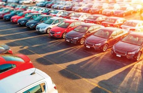 Ô tô giảm giá mạnh để kích cầu