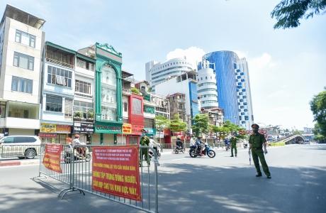 Hà Nội thắt chặt thực hiện Chỉ thị 17, lập chốt kiểm soát người trong Thành phố