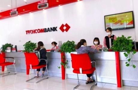 Techcombank báo lãi 11.500 tỷ đồng nửa đầu năm, tỷ lệ bao phủ nợ xấu vọt lên 259%