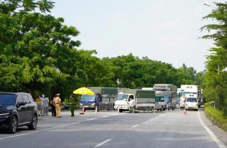 Phó Thủ tướng Chính phủ Lê Văn Thành chỉ đạo về việc vận chuyển hàng hóa thiết yếu phục vụ đời sống người dân vùng có dịch Covid - 19