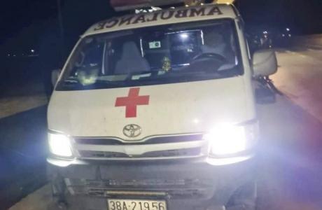 """Xử phạt tài xế dùng xe cấp cứu chở 11 người """"thông chốt"""" kiểm dịch"""