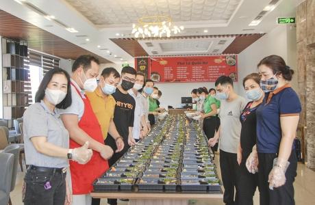 Hà Tĩnh: Người Hùng nấu 9.000 suất cơm miễn phí