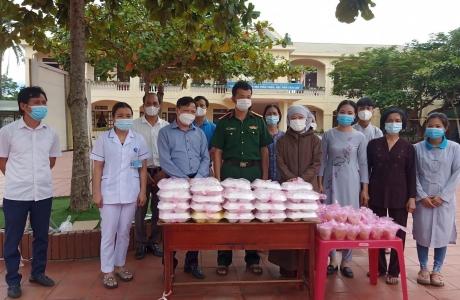 Huyện miền núi Hà Tĩnh huy động gần 9000 suất ăn trị giá gần 343 triệu đồng hỗ trợ người dân tại các khu cách ly y tế tập trung