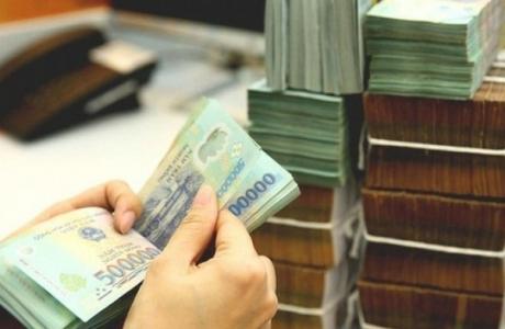 Tăng trưởng tiền gửi hầu như đi ngang suốt 3 tháng, nhu cầu tiền mặt tăng cao